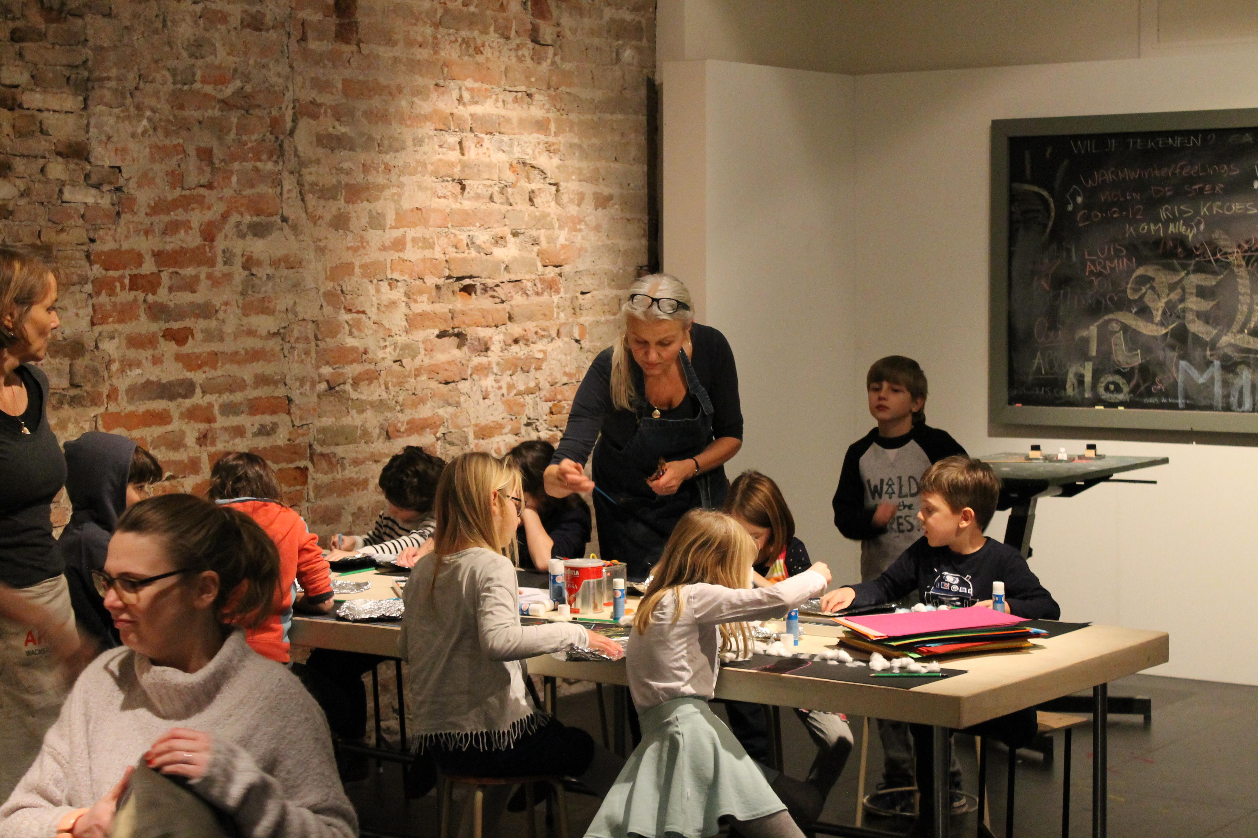 In het Kinderatelier worden tekenworkshops gegeven in de schoolvakanties