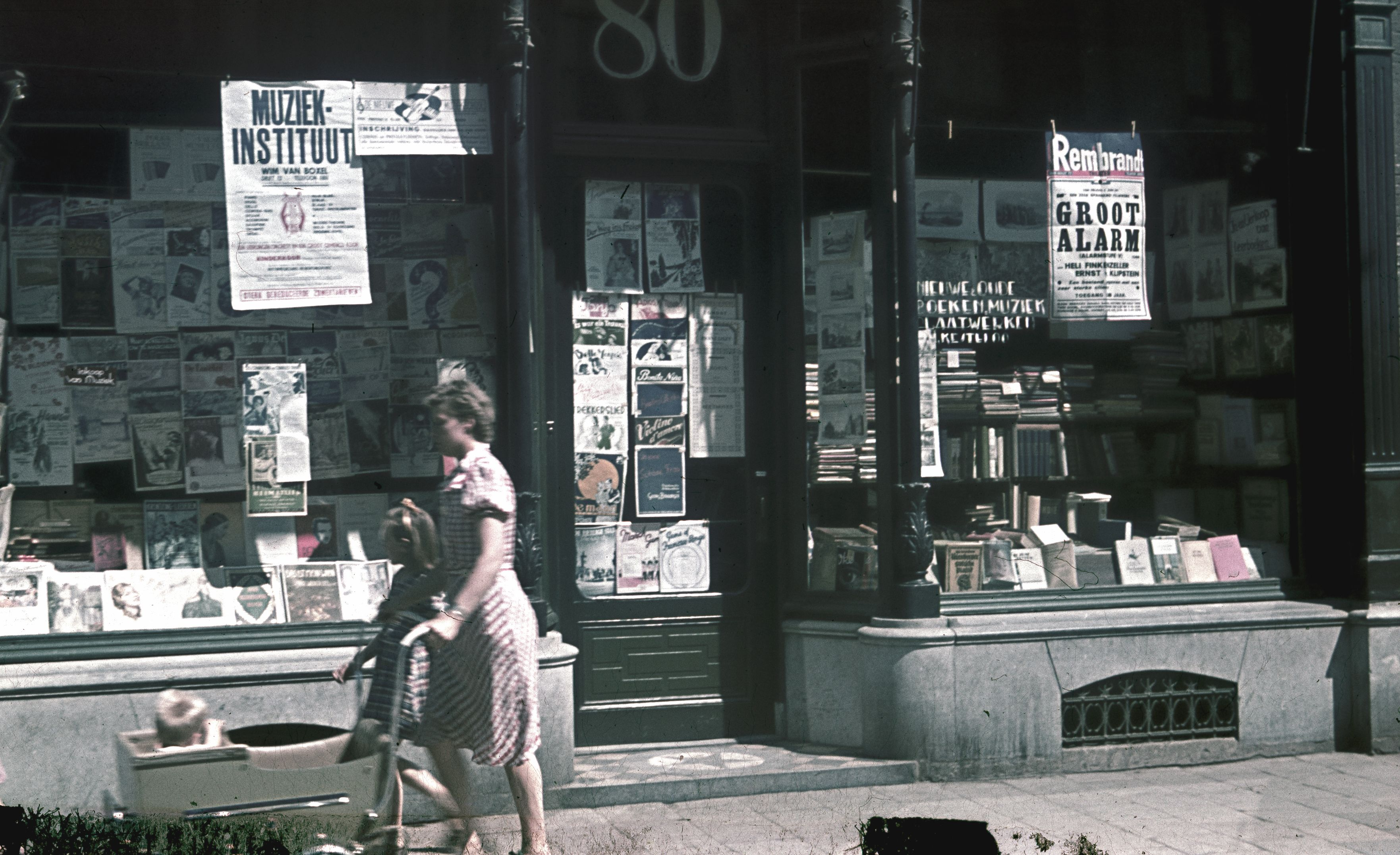 Vrouw met kind in het centrum van Utrecht