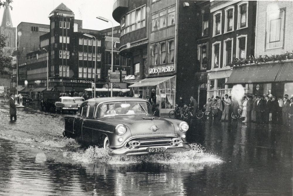 Wateroverlast op het Vredenburg.